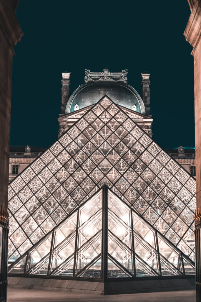 Louvre at night | Paris photo spots